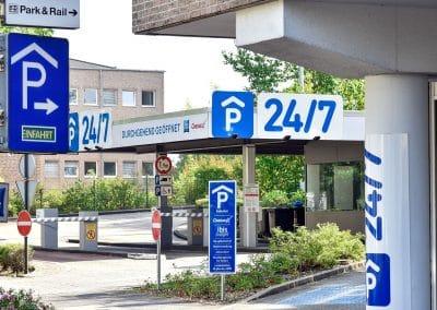P24/7 Parkhaus - Einfahrt - Park & Rail